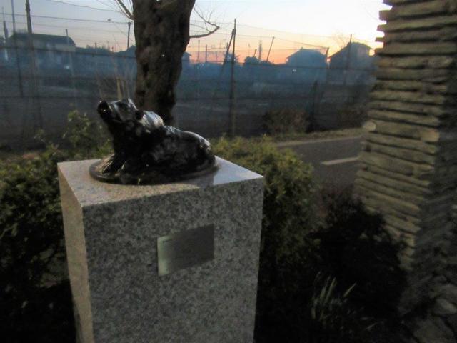 写真②-1 ソガン彫刻の径・猪像.jpg