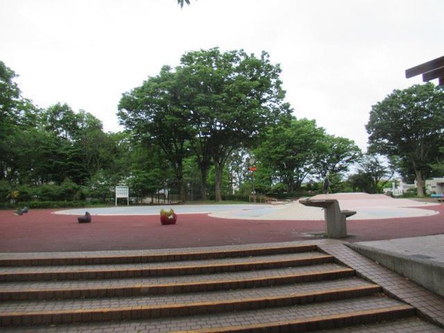写真②-2 公園西の遊園地.jpg