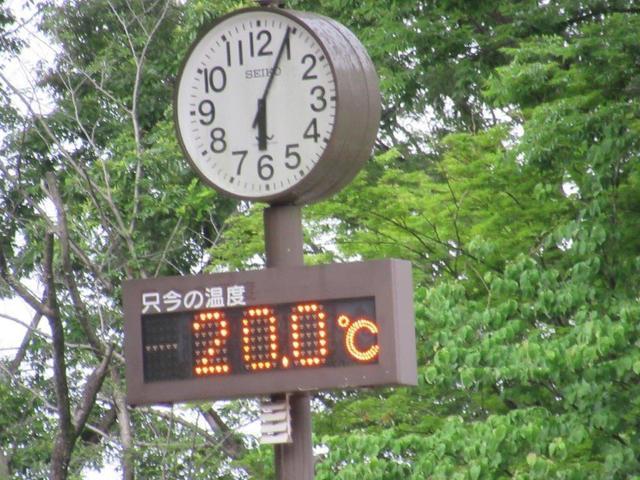 写真②-3 遊園地の時計台.jpg