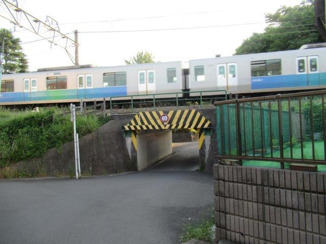 写真③-1 小平霊園西口近くの西武新宿線立体交差.jpg
