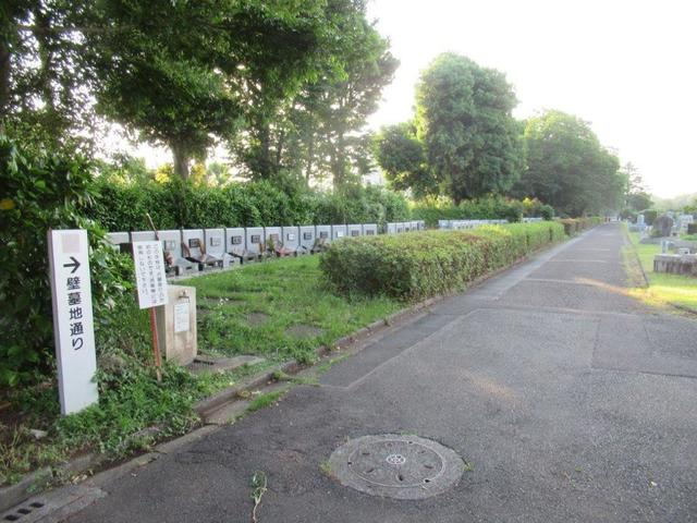 写真③-2 新青梅街道沿いの「壁墓地」.jpg